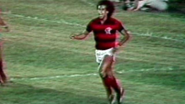 Chegar à decisão do Brasileiro em 1980 não foi fácil. Na semifinal, o Coritiba abriu 2 a 0 em pleno Maracanã. Mas antes dos 40' Nunes já tinha empatado e Carlos Alberto feito o terceiro. O jogão acabou com o Mais Querido fazendo 4 a 3 e levando a vaga na decisão .#AgoraÉNoMaraca
