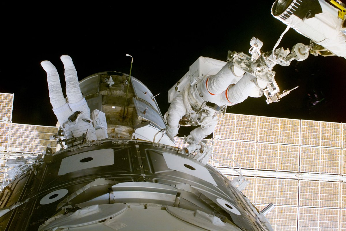 The first spacewalk at the station took place 19 years ago today. Spacewalkers Jerry Ross and Jim Newman connected power cables to the new Unity and Zarya modules which had been attached the day before. https://t.co/Ffqz7xtErQ