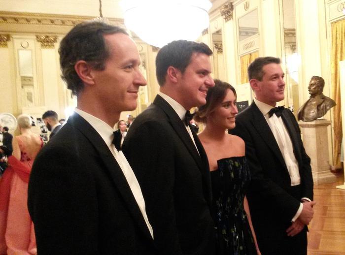Dieci minuti di applausi per la Prima alla Scala con #AndreaChénier #PrimaScala https://t.co/4WDTCKHOPy https://t.co/4azBxN2Oom