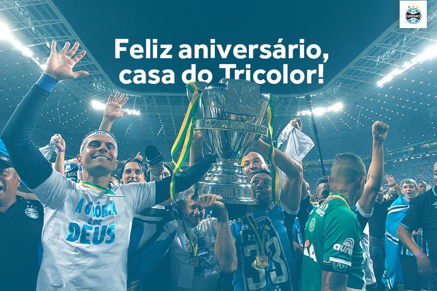 Parabéns pelos 5 anos, @todosnaarena! Aliás, o número 5 é um velho conhecido nosso, hein?  Nesses 5 anos, conquistamos nosso quinto título da @CopadoBrasil e o terceiro da Libertadores. A nossa nova casa tem alma! Tu tens alma! Feliz aniversário! 👏🏾🎂