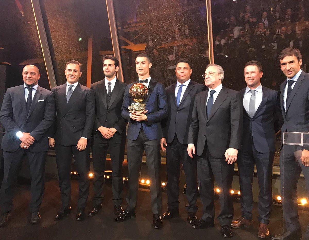 Parabéns @Cristiano! Ballon d'Or 2017 👏🏼👏🏼