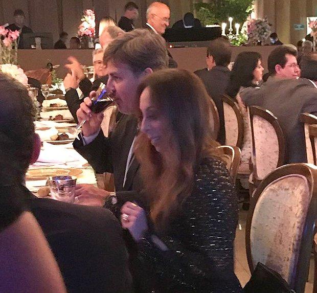 Você viu? Diretor da PF senta à mesa de réu do mensalão tucano em festa (via @folha_poder)  https://t.co/c8GHtDGW27