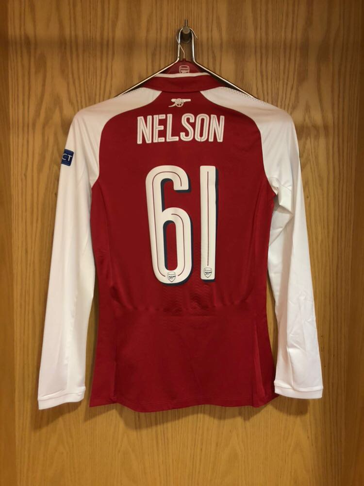 Well played tonight, @theowalcott 👏  Now it's time for Reiss 👊  🔛 @ReissNelson9  ↩️ Walcott  #AFCvBATE 5-0 (70)