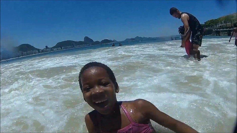 Crianças refugiadas veem mar pela primeira vez no Brasil https://t.co/AhtpEI7L4f #G1