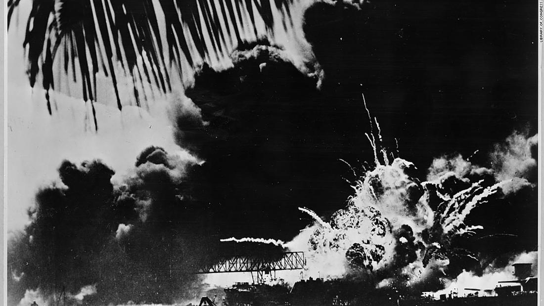 76 years ago today, Japanese forces carried out an attack on a US Navy base at Pearl Harbor in Hawaii, killing thousands and catapulting the US into WWII.  December 7, 1941, has been called 'a date which will live in infamy.' https://t.co/KoLkAk0A75