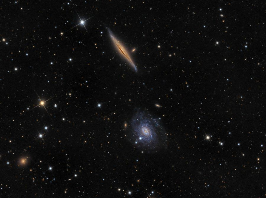 #Space: contrasting in color & orientation,  NGC#galaxies5963 & NGC5965 make a photogenic pair   via https://t.co/B6Ym1WPmFY@apod
