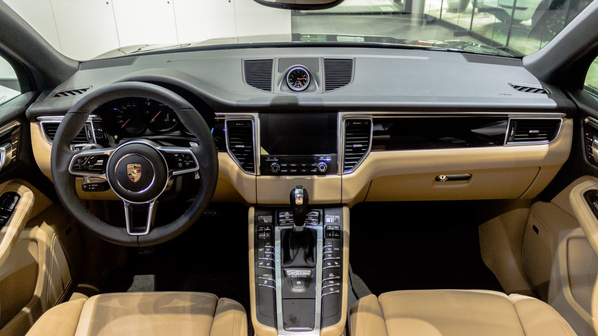 Porsche Minneapolis On Twitter The Stunning Interior Of 2017 Macan Now Available Our Showroom Floor
