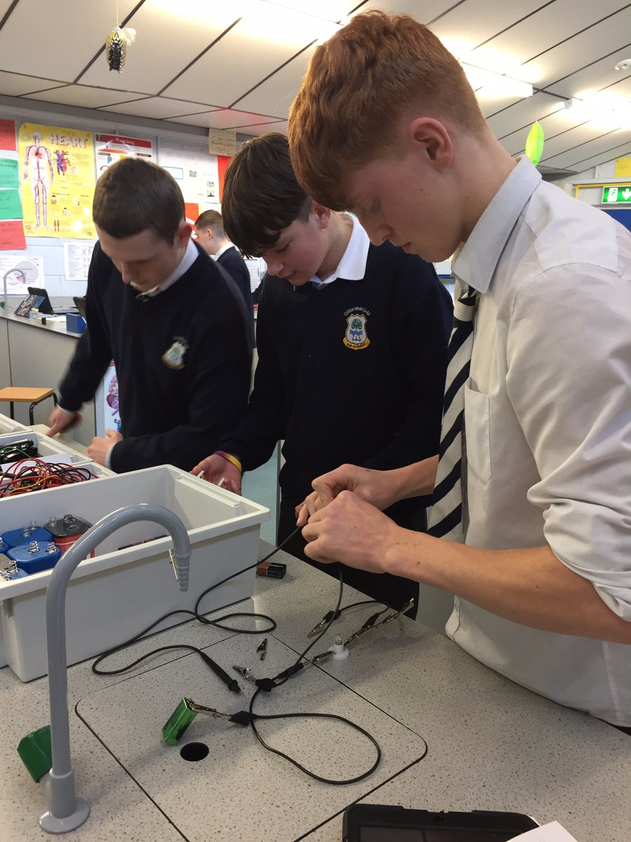 3rd Year science building circuits today...