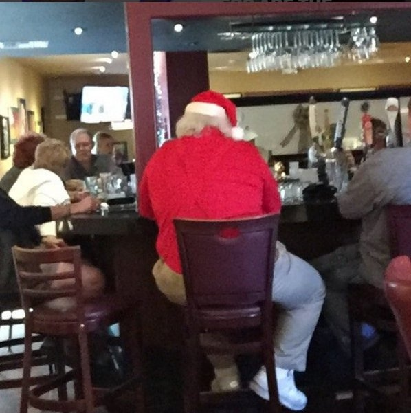 This is where I ran into Santa last year!    #WeirdPlacestoSeeSanta at Happy Hour! https://t.co/79hGjztOiL