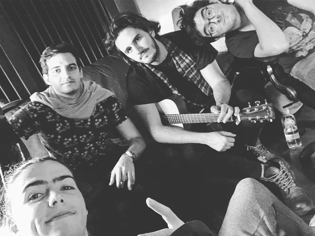 RT @AgsMorat: #Repost #Morat Vía Instagram  De vuelta al estudio. #felizdíadelasvelitas  https://t.co/bvniivwFbW https://t.co/fxBMsIfnvM