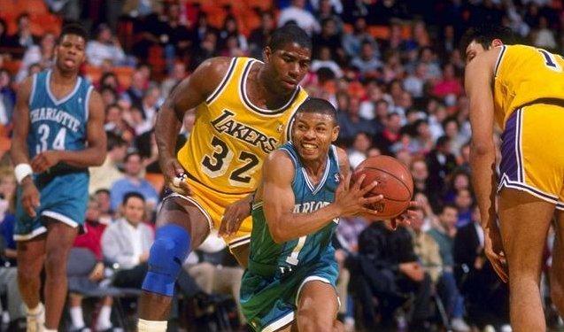 身高僅1米6,卻在NBA征戰14年,曾血帽 Ewing,讓喬神淪為背景(影)
