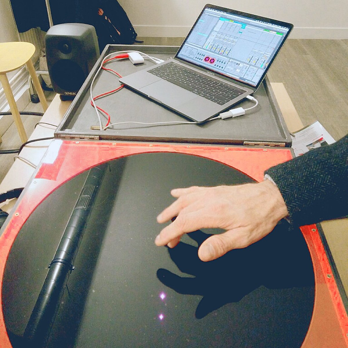 @embodme is making #music with gesture  &amp; @kinect infrared  @futuresfestival @Cap_Digital #humainXmachine  #tech #innovation #IHM #HCI #futur #interfaces #startup<br>http://pic.twitter.com/cwtFciQXbD