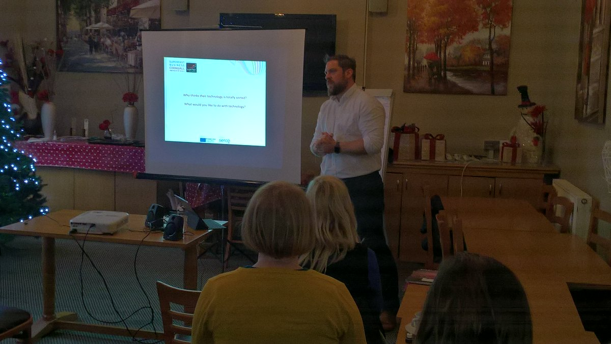 Using the Cloud can cut costs and improve productivity @SFBCIOS explains how at a #TownTakeover workshop <br>http://pic.twitter.com/4kXlqVTkBi
