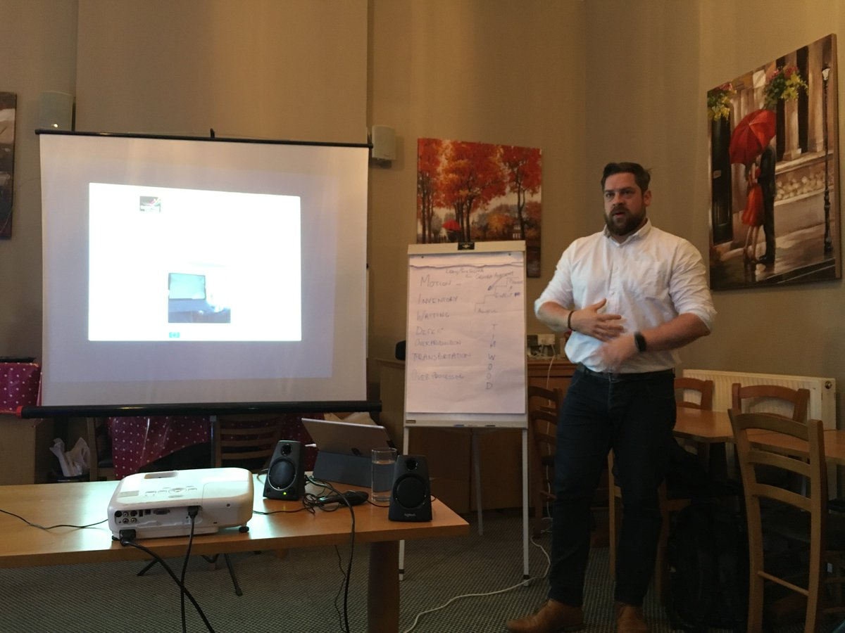 @CIoSGrowthHub  #TownTakeover Businesses learning how to use online tools for productivity, with Jon Gerrad of Superfast Business Cornwall.  Free workshops at the White Hart, St. Austell. <br>http://pic.twitter.com/PHcJgzLjhw