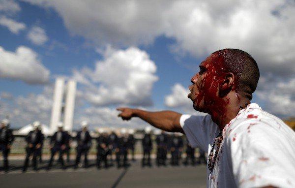 'O Brasil ataca professor, compra voto de deputado e faz selfie com bandido' por Leonardo Sakamoto #geledes https://t.co/rLrpbWjz2W