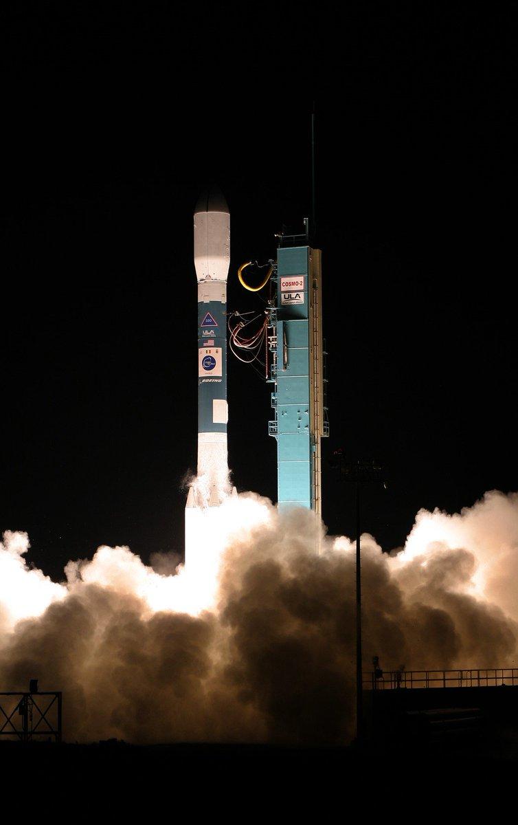 messenger spacecraft lift off - 578×920