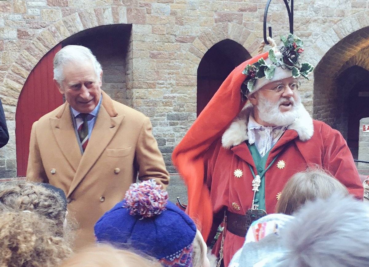 """His Royal Highness departs the castle, but before he leaves he wishes a group of school children """"a very happy Christmas!""""🎄"""