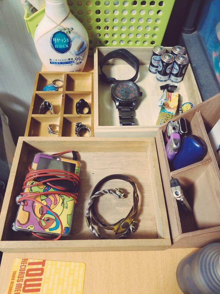 test ツイッターメディア - Seriaすんげ~。アイアンバーがサングラスかけに、木の箱がいろんな収納に。コスパがすんごいのであーる。  #seria https://t.co/hpP79SiKhY