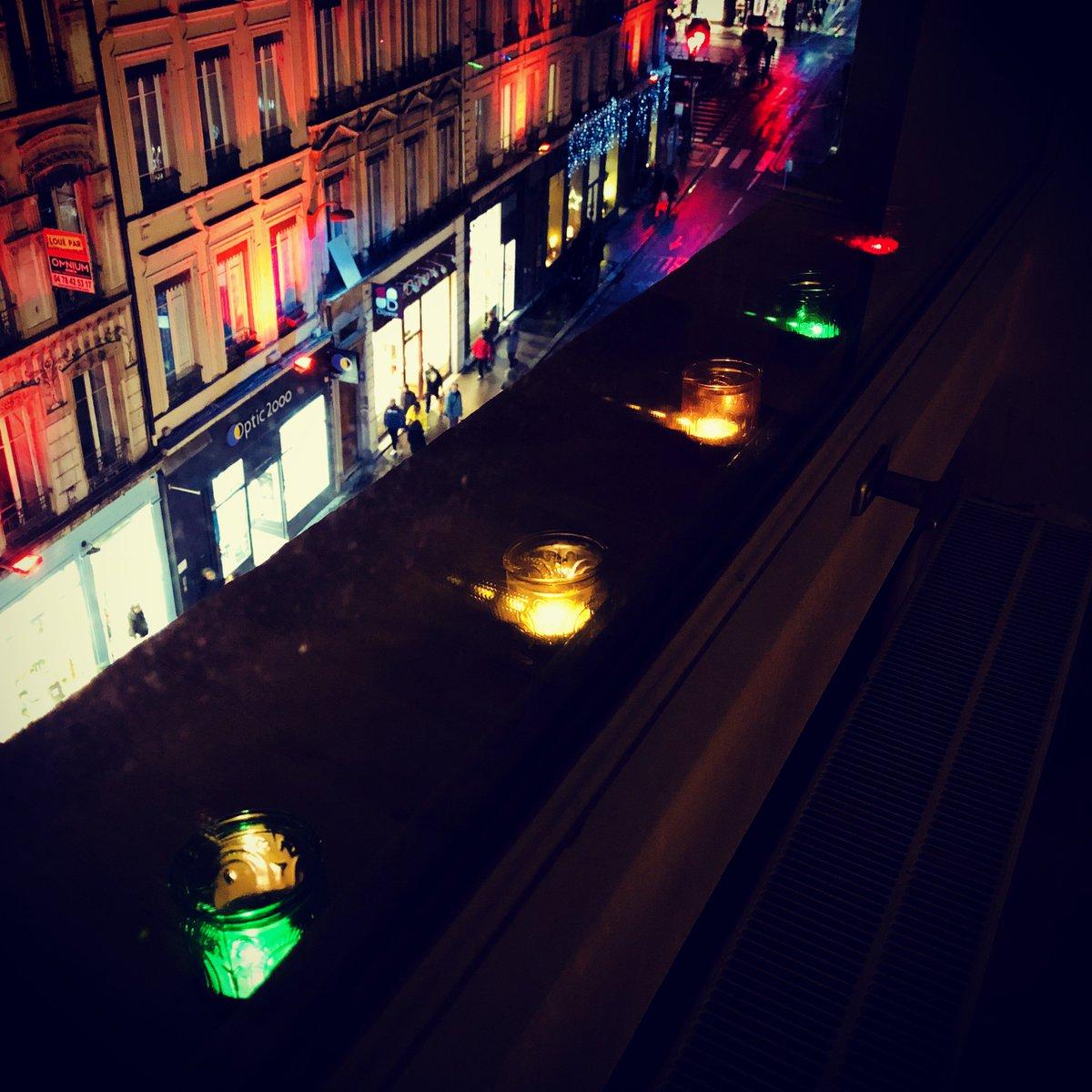 La nuit est tombée.  #fêtedeslumières pic.twitter.com/qbBQqGRKha