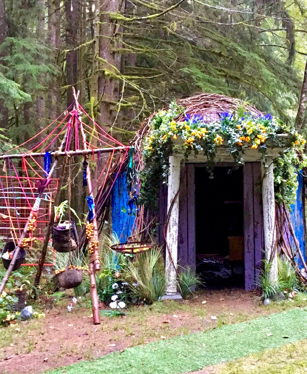 WHAT is this? It's... so... beautiful!!! #The100 #PomoteThe100 #The100Season5 https://t.co/LD4r3Sekbo