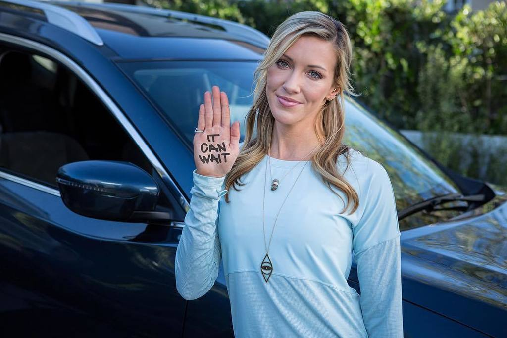 It's not cool & it's unsafe. Distracted driving isn't worth the risk #itcanwait #ad @ATT https://t.co/GRR8K7soc0