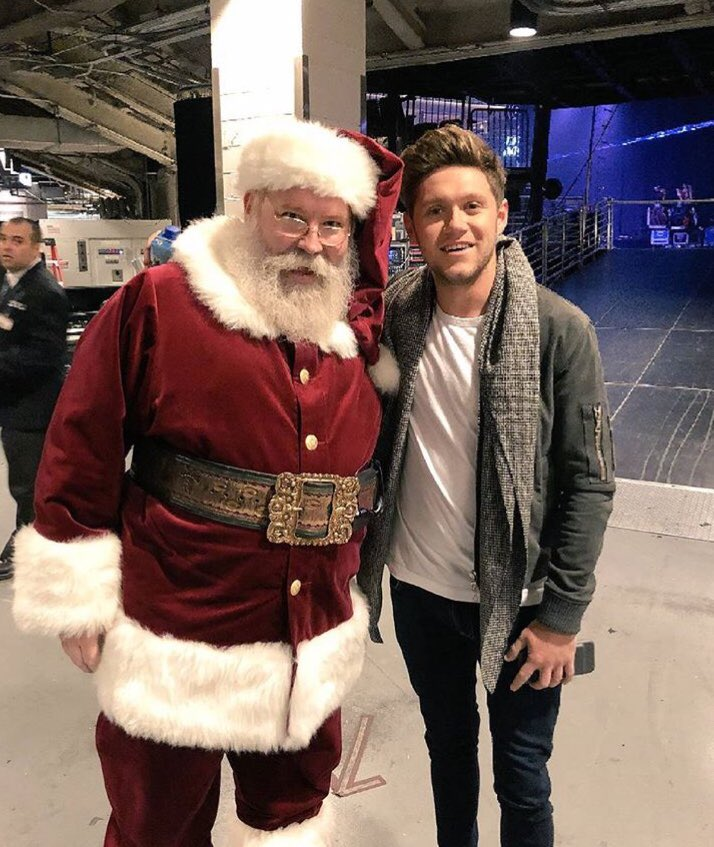 Looks like @NiallOfficial and Santa are getting along backstage at #z100jingleball