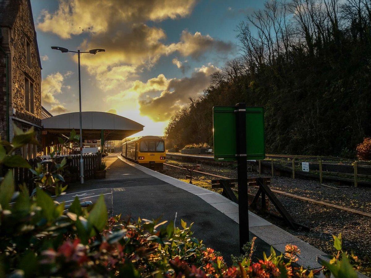 DQjIiV2WsAA0Tbx?format=jpg&name=medium - Trains no more across the River Taw #2