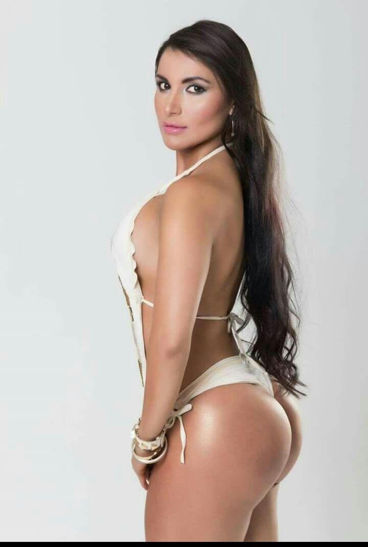 beautiful naked colombian woman
