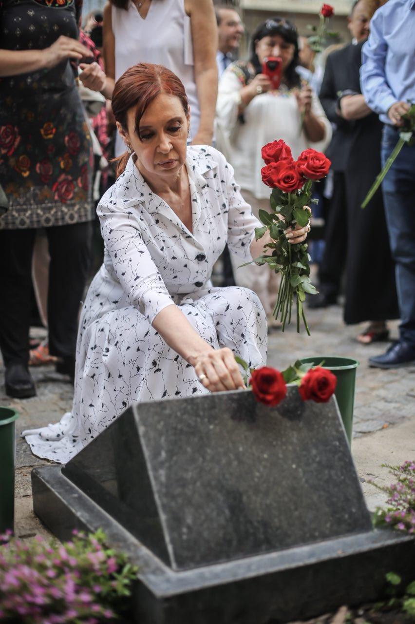Homenaje en la Iglesia de la Santa Cruz��  #40Años #MemoriaVerdadYJusticia https://t.co/gHG4cicGTd