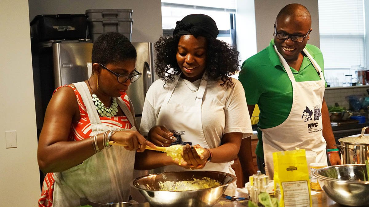 Celebrate the holidays AND learn to cook at Brooklyn Daddy Iron Chef (12/12) in #BedStuy. Enjoy a FREE gourmet meal too! Register: https://t.co/fpjr8pZzG1