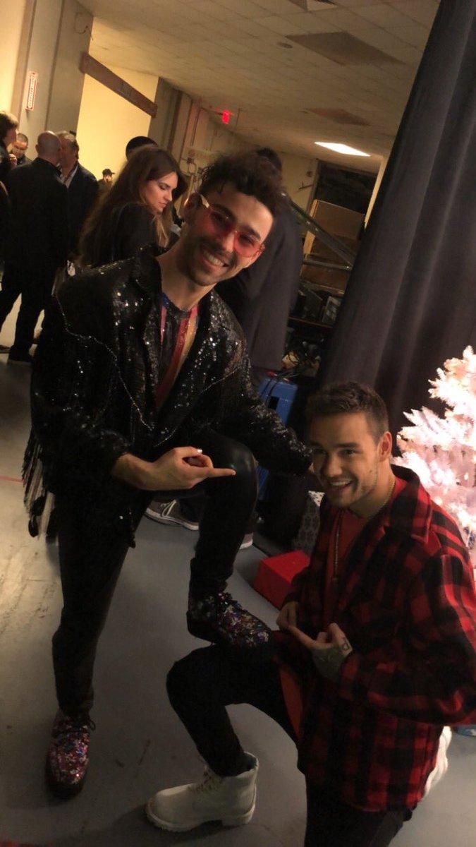 #LiamPayne hanging with @maxhellskitchen backstage at #Z100JingleBall 🔥 🔥 🔥 Two amazing artists!!!! #Directioners
