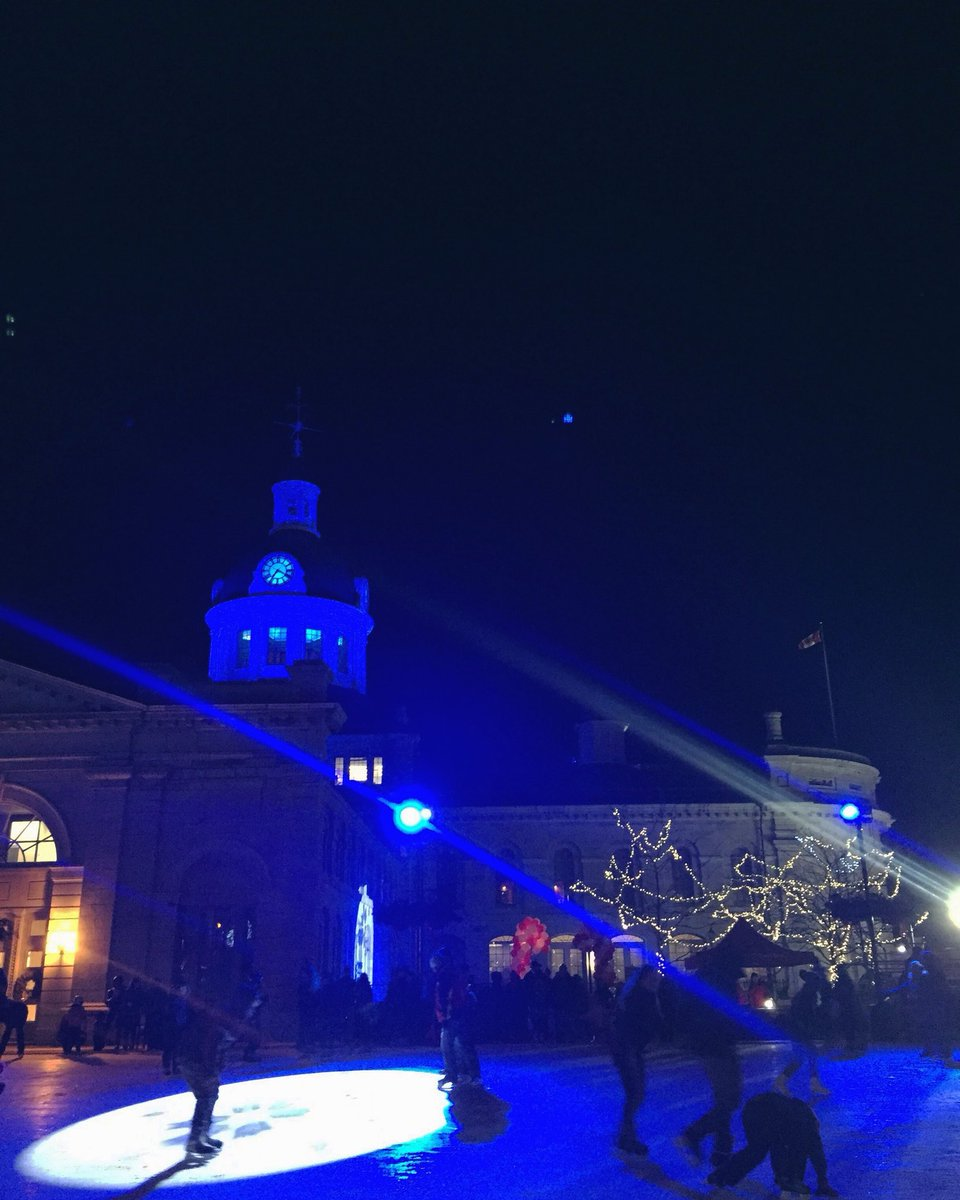 Many say that Kingston comes alive in the summer but I think something special happens this time of year.  #ygk #ygklove<br>http://pic.twitter.com/cubjU7pxp2 &ndash; à Springer Market Square