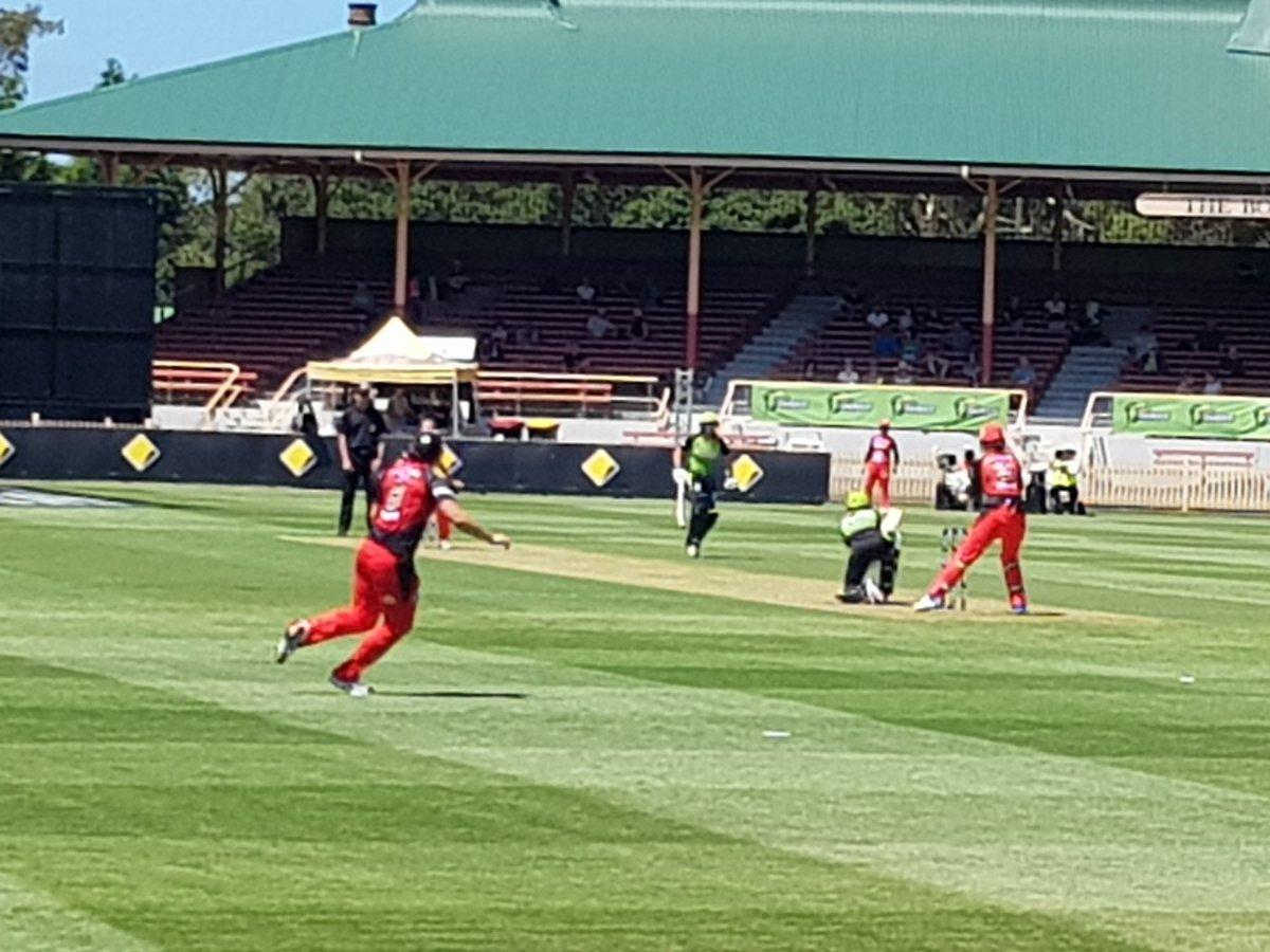 .@ThunderWBBL fighting back after losing...