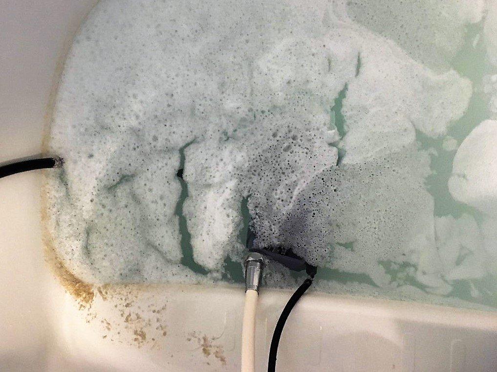 お風呂に入ると、小さなゴミが浮いていたり、ニオイを感じたりすることはありませんか❓ それは追いだき配管の汚れかもしれません😰 掃除のしにくい部分はプロへお任せください👍 キレイにしてバスタイムを楽しみましょう😀 #北茨城 #高萩 #日立 #東海 #ひたちなか #常陸太田 #水戸 #いわき