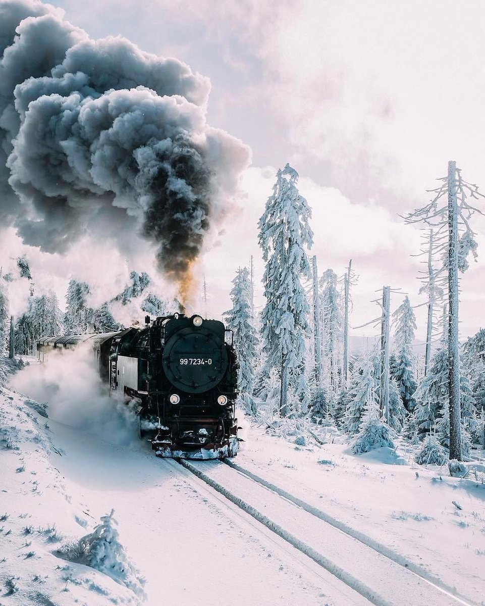 RT @ItSooBeautiful: a ride through the icy rails #photography #PhotographyIsArt #winter #snow https://t.co/VwPQ6m5mTW