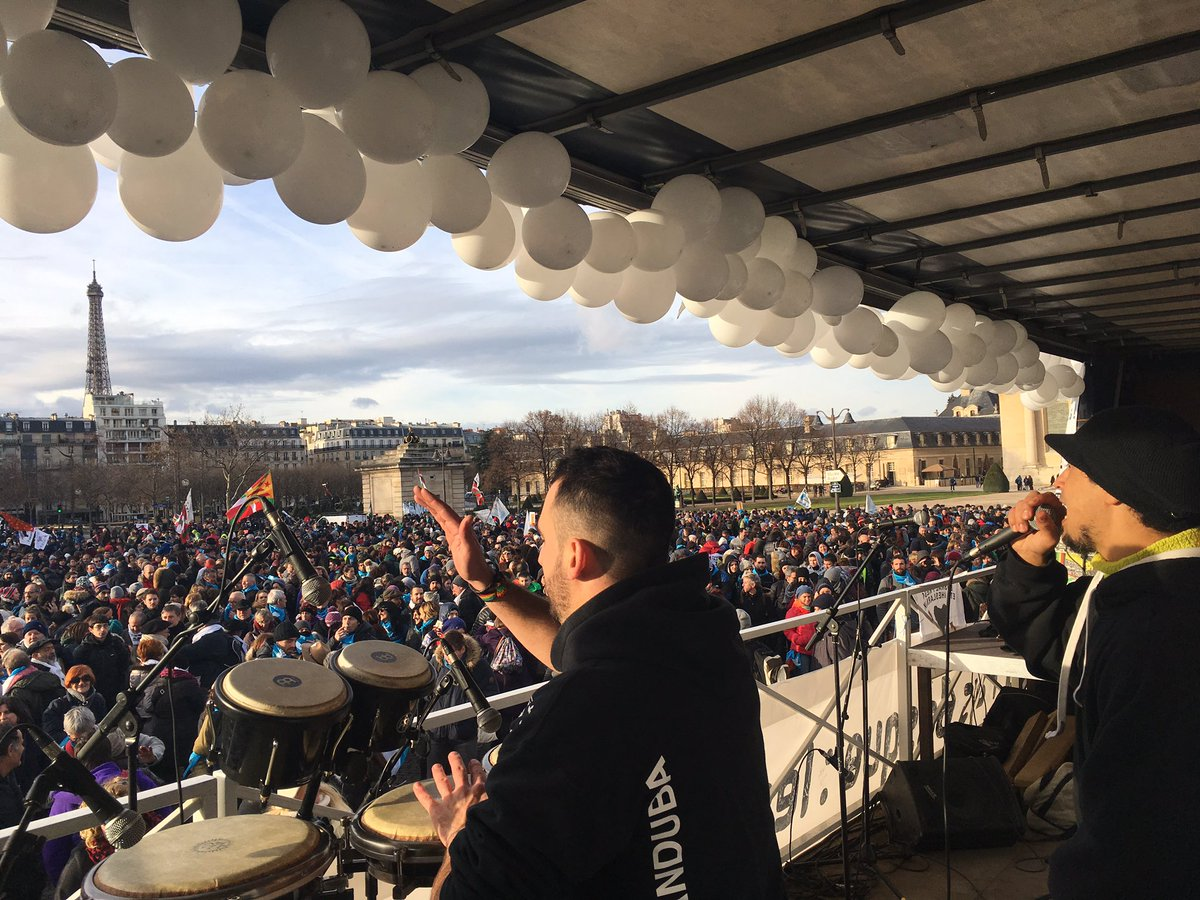 [Manifestation #PaixenPaysBasque #9décPARIS ] Place maintenant à la fête, avec @muguruzafm BadSoundSystem et Les Motivés ! Puis direction la @PEskualEtxea !pic.twitter.com/jNoKpbLSPq