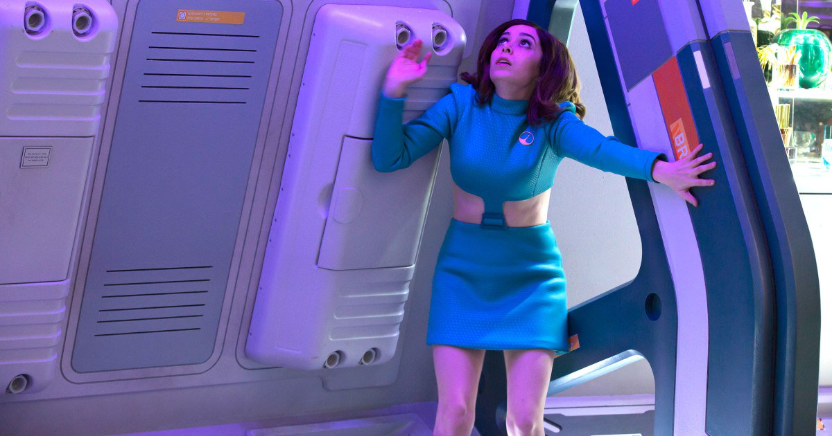 #BlackMirror season 4 boldly riffs on #StarTrek and online dating. Our review: https://t.co/O5yv2QPZ00