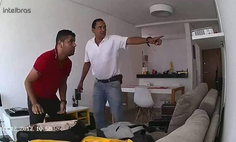 Câmera flagra homens roubando apartamento no Bairro Dona Clara https://t.co/OLCWcCvyZ0