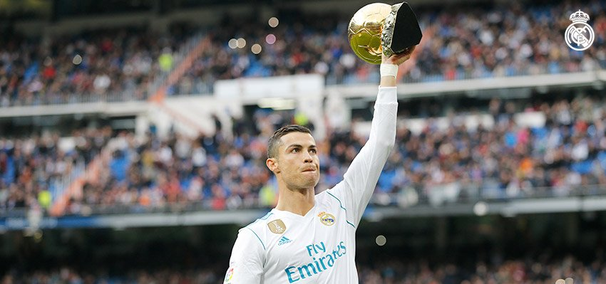 🏆🏆🏆🏆🏆 #CRI5TIANO @Cristiano showcased his fifth Ballon d'Or to the Bernabéu ahead of kick-off!