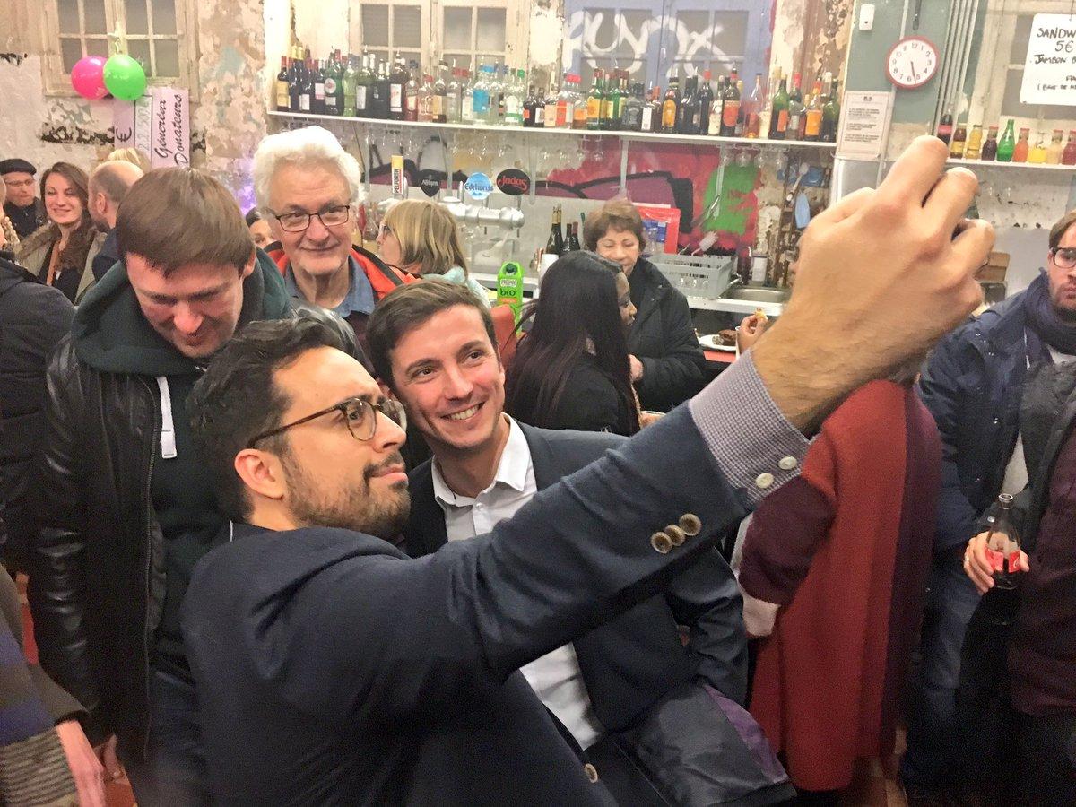 Selfie... #procuration https://t.co/1eiS...