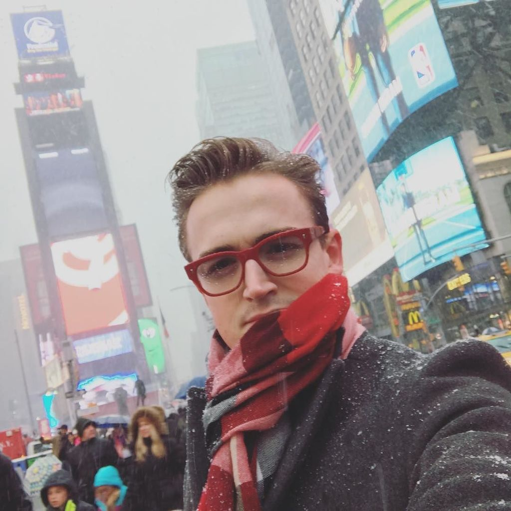 Times Square + Snow = selfie  Standard https://t.co/CZfzb15WEh https://t.co/Ccl8R1R6Hk