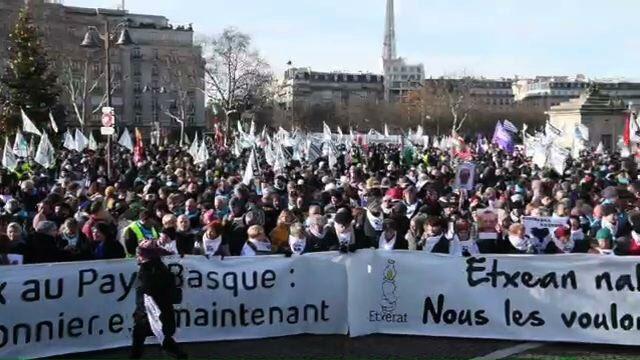 Félicitation au Pays Basque! Aujourd'hui 11.000 personnes à Paris. Libérez tous les prisonnier(e)s politiques basques.   Congratulation to the Basque Country! Today 11.000 people in Paris. Free all Basque Political Prisoners!   #paixenPaysBasque #AB9Paris  #orainpresoakpic.twitter.com/bm6m4aY7yD