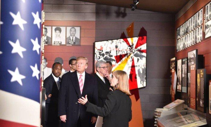 Trump faz tributo a legado da luta dos negros em evento marcado por protestos  https://t.co/DCtqg9aaNe