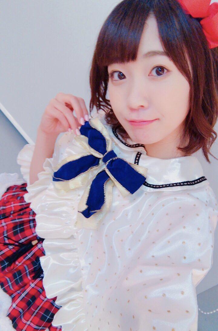 昨日は札幌1日目ありがとうございました!!!ライビュのみんなもありがとうね☺️✌🏻️✌🏻️おひさのクリスマス衣装!にんまりんでもって今日は2日目⛄⛄そうそう。前髪きってもろた💇🏻♀️ pic.twitter.com/E0qhgjWQLp