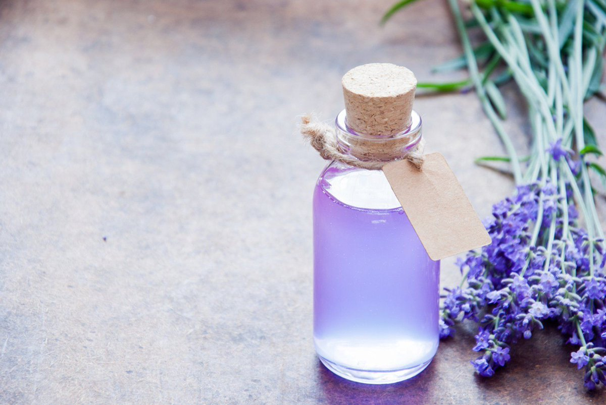 How to Make Your Own Chemical-Free #DIY Hand Sanitizer https://t.co/nlP9SkquKx #Natural #LifeHack