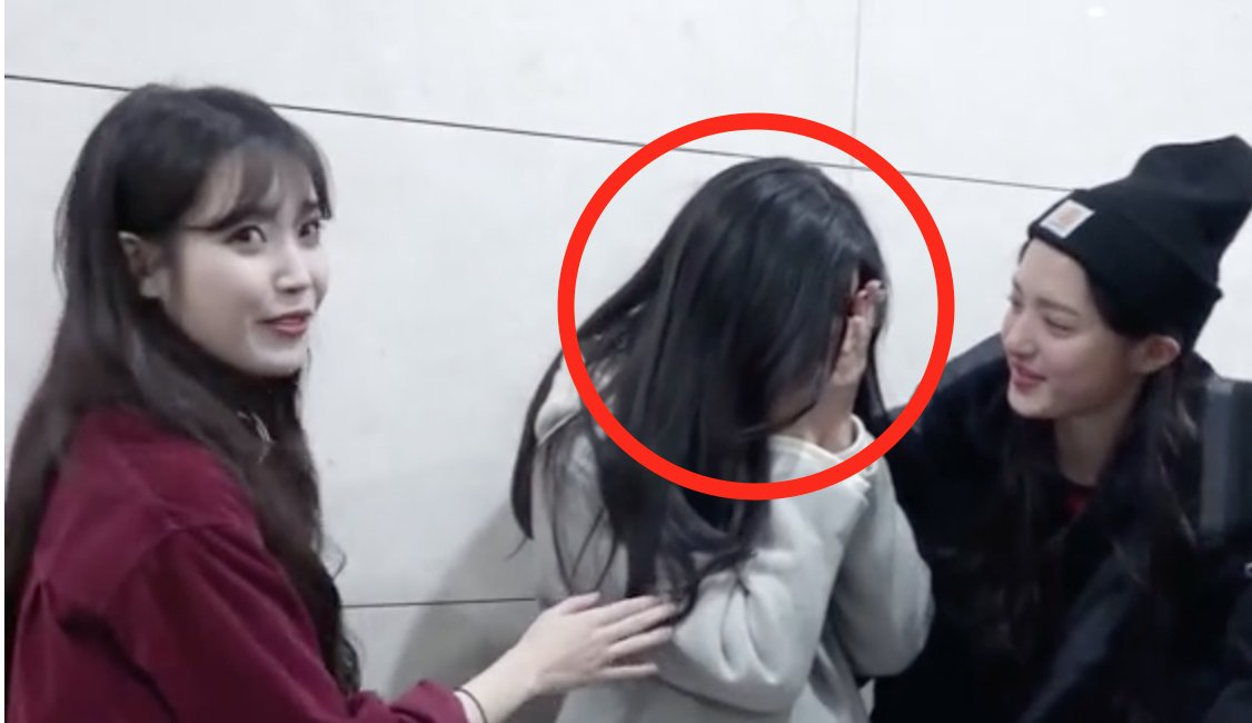 Rookie Idol Starts Crying After Meeting...