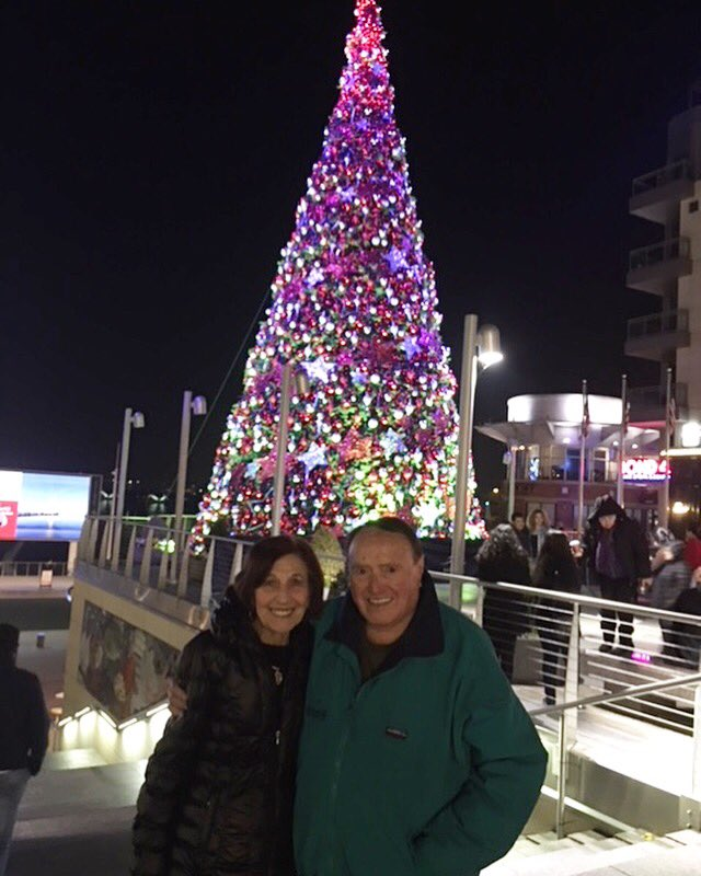 RT @morris_cerullo: With Mama Theresa in Washington D.C. enjoying the Christmas lights after a night of ministry! https://t.co/KCK04eg9Cx