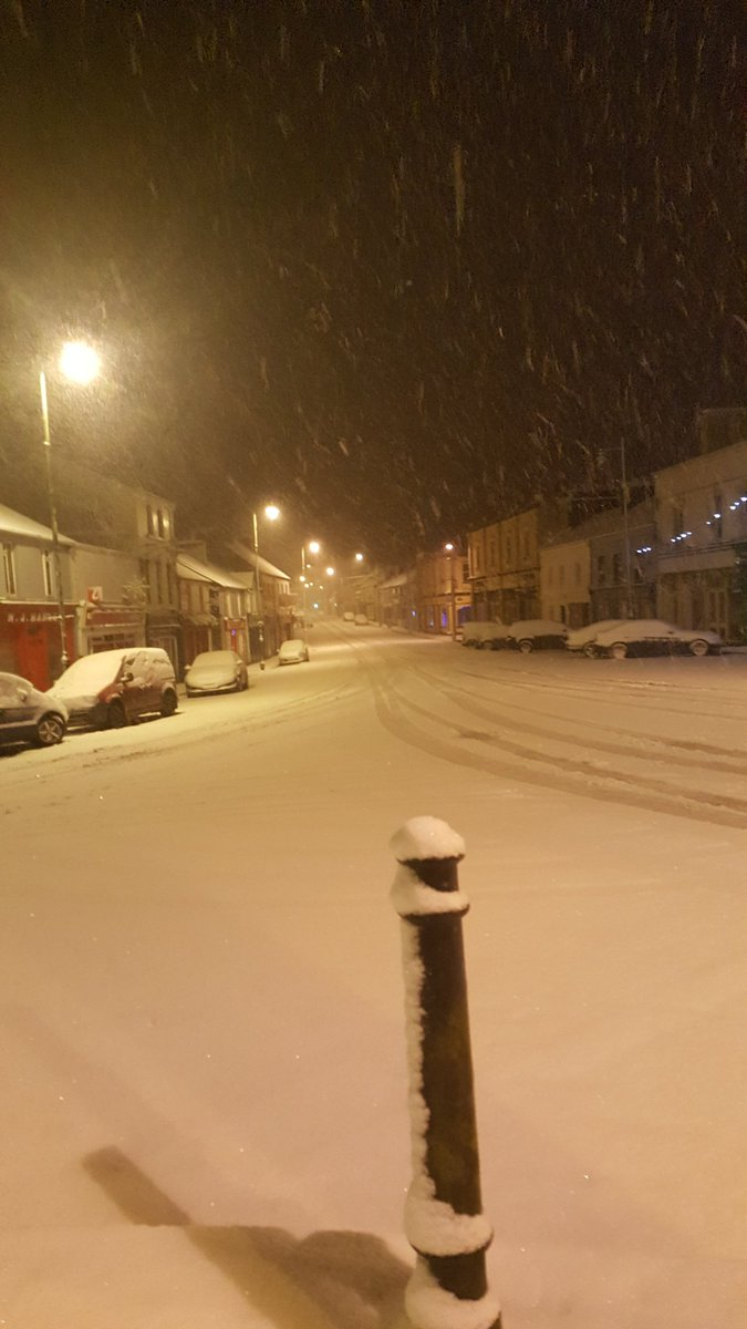 Snow is general all over Ballaghaderreen...