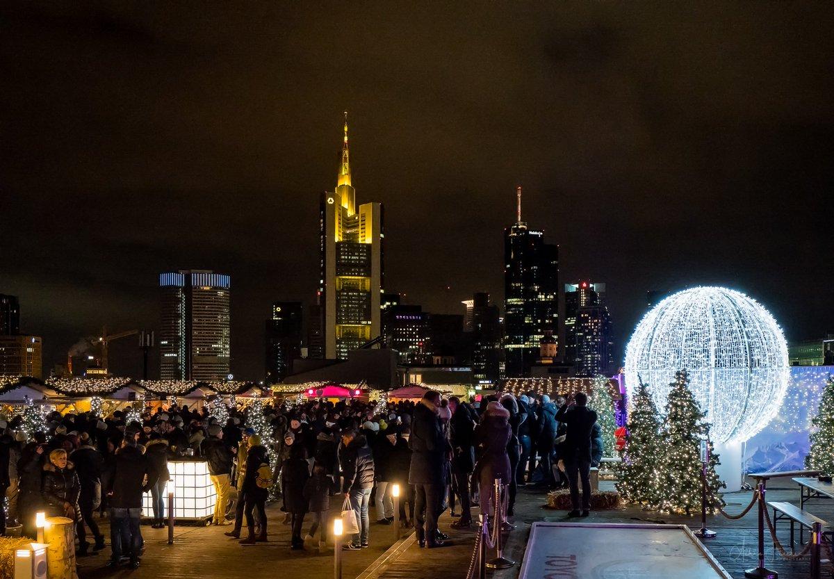 Weihnachtsmarkt Frankfurt Main.Achim Fischer On Twitter Rooftop Christmas Market Ein Entzückender