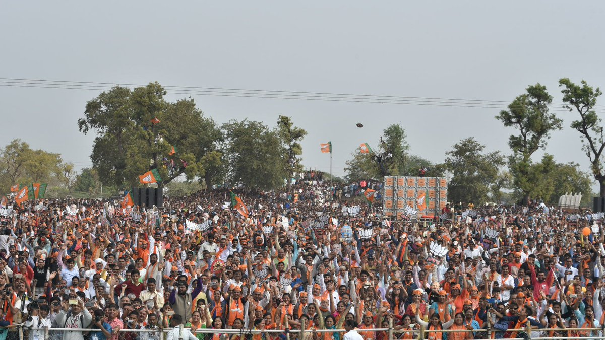 Addressed a rally in Palanpur. Focussed on development initiatives of BJP Governments in Gujarat. Banaskantha has distinguished itself as an agriculture hub, particularly potato cultivation, in the last decade. Also highlighted how DMIC brings more opportunities for the region.